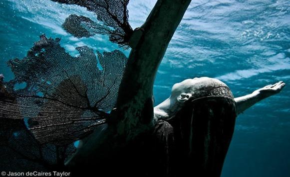 Increíbles arrecifes de esculturas bajo el agua