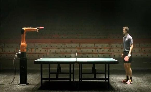 Jugador de Ping Pong VS el robot más rápido. Descubre quién gana (por Manuel Cosio)
